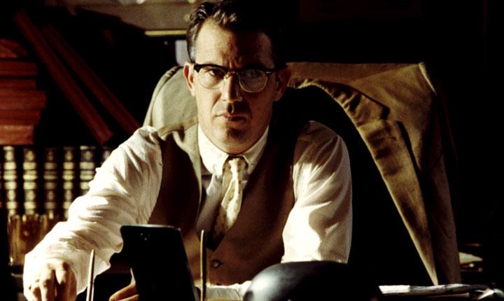 14. Jim Garrison (JFK, caso abierto). Interpretado por Kevin Costner.